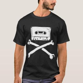 テープ及び骨が交差した図形音楽海賊海賊行為の家の収録 Tシャツ