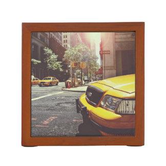 テーマタクシー前後の黄色いタクシー新しいで ペンスタンド