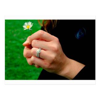 デイジーが付いている婚約指輪 ポストカード