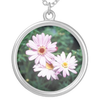 デイジーのデザインの円形の銀製のネックレス シルバープレートネックレス