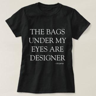 デザイナーはティーを袋に入れます Tシャツ