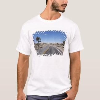 デザートの真中の格好良い通り Tシャツ