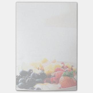 デザート用深皿の朝食用食品の軽食の栄養物 ポストイット