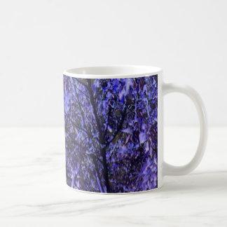 デジタルすみれ色の芸術の陶磁器のマグ: 紫色の木 コーヒーマグカップ