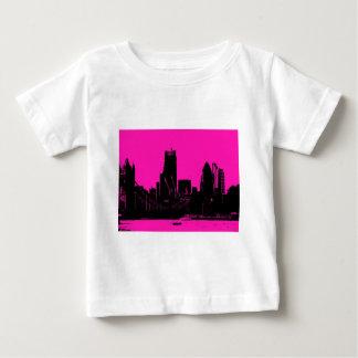 デジタル式に変わるロンドンのスカイラインのピンク- ベビーTシャツ