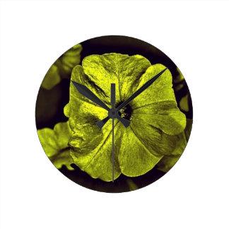 デジタル黄色いペチュニアflower.jpg ラウンド壁時計