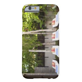 デッキチェアの熱帯家 BARELY THERE iPhone 6 ケース