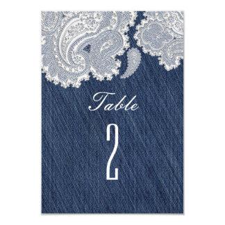 デニムジーン及び白いレースの結婚式のテーブル数 カード