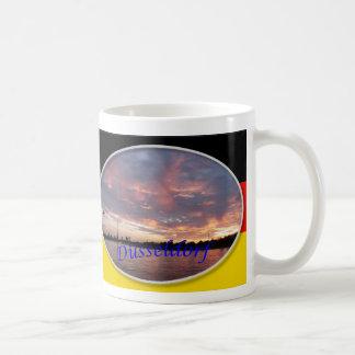 デュッセルドルフの日没の両面マグ コーヒーマグカップ