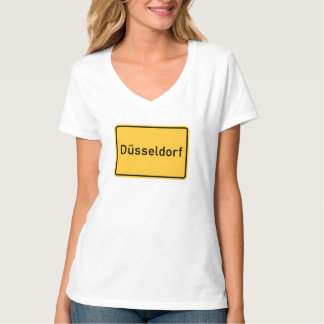 デュッセルドルフ、ドイツの交通標識 Tシャツ