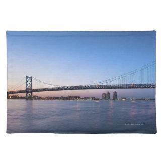 デラウェア川のベンフランクリン橋 ランチョンマット