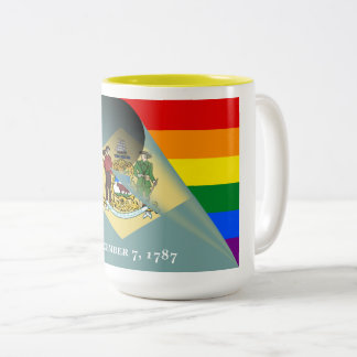 デラウェア州旗のゲイプライドの虹 ツートーンマグカップ