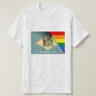 デラウェア州旗のゲイプライドの虹 Tシャツ
