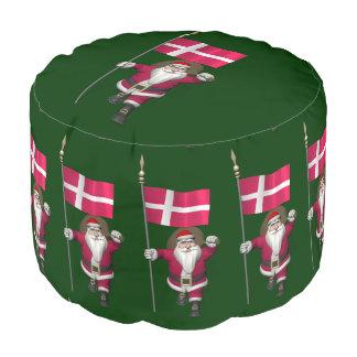 デンマークDannebrogの旗を持つサンタクロース プーフ