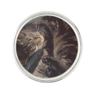 デーブのよくはしゃぐな円形のラペルピンは、めっきされて銀を着せます ラペルピン