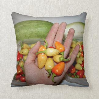 トウガラシの食糧イメージを保持する手 クッション