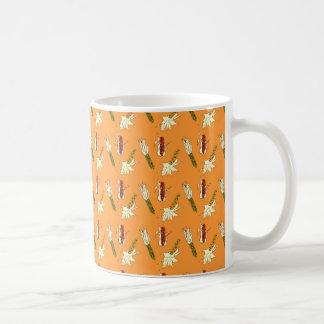 トウモロコシの皮: 家宝のトウモロコシパターンクラシックのマグ コーヒーマグカップ