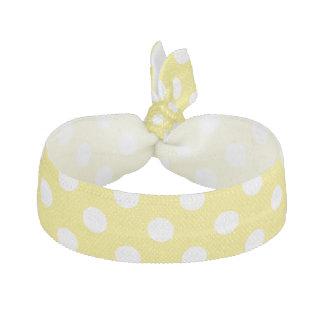 トウモロコシの黄色の背景の白い水玉模様 ヘアタイ