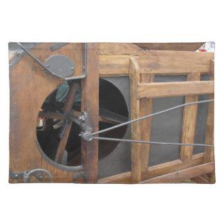 トウモロコシを殻から取り出すのに使用される手動機械 ランチョンマット
