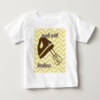 トスカナ式の台所-シェブロンの手のミキサー ベビーTシャツ