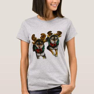 トナカイの柴犬ハナおよびSaki Tシャツ