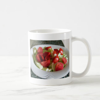 トマトおよびきゅうりサラダ コーヒーマグカップ