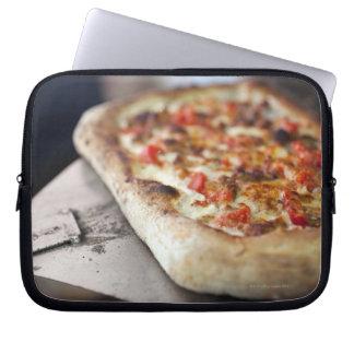トマトが付いているピザ、ニンニクおよび肉は代わりになります ラップトップスリーブ