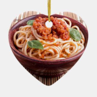 トマトの風味およびベズルが付いているイタリアンなスパゲッティ セラミックオーナメント