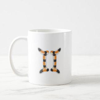 """""""トラのスタイルのジェミニ""""。 コーヒーマグカップ"""