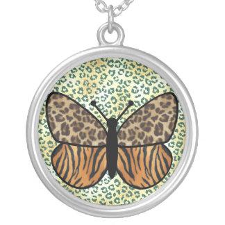 トラのヒョウの蝶 シルバープレートネックレス