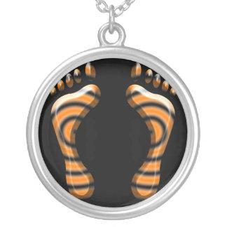 トラの足は銀製のネックレスのあたりで設計します シルバープレートネックレス