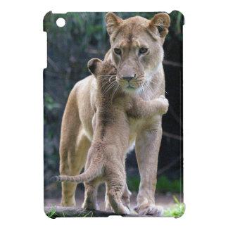 トラのiPad Miniケースを抱き締める子猫 iPad Mini カバー