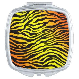トラは縞で飾ります
