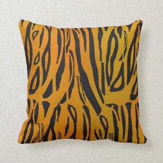 トラは縞で飾ります クッション