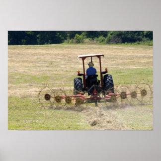 トラクターの収穫を運転している若い男の子 ポスター