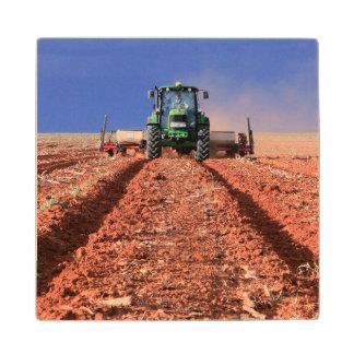 トラクター、Vaalkopを使用してトウモロコシを植えている農家 ウッドコースター