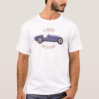 トラックで使用される古く青いヴィンテージのレースカー Tシャツ