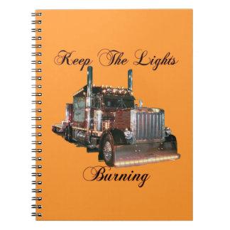 トラック運転手はライト燃焼を保ちます ノートブック