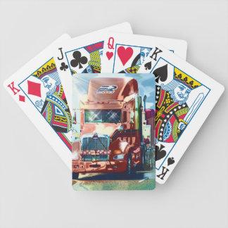 トラック運転手及びトラック恋人のための大きく赤い大型トラック バイスクルトランプ