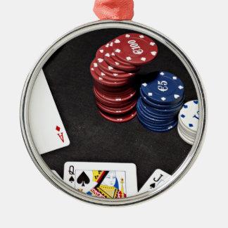 トランプのポーカーのエースはよい手を賭けました メタルオーナメント
