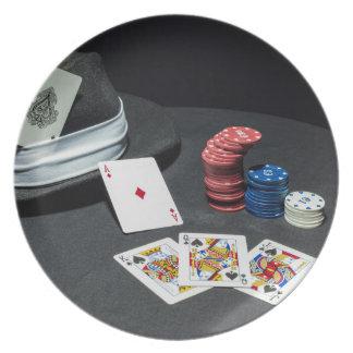 トランプのポーカーはギャングの帽子を梳きます プレート