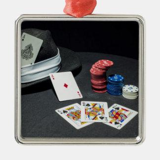トランプのポーカーはギャングの帽子を梳きます メタルオーナメント