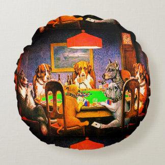 トランプのポーカーを遊んでいる犬 ラウンドクッション