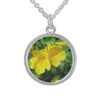 トランペットの庭の花の黄色 スターリングシルバーネックレス
