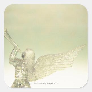 トランペット、背面図を演奏するガラス天使 スクエアシール
