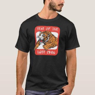 トラ1986の黒いTシャツの中国のな年 Tシャツ