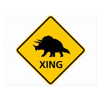 トリケラトプスの交差のハイウェーの印の恐竜 ポストカード