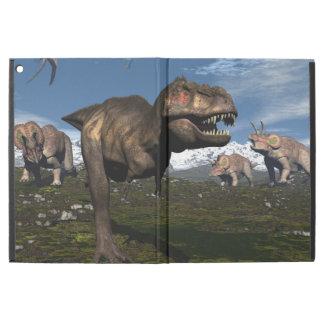 """トリケラトプスの恐竜が攻撃するティラノサウルス・レックスのレックス iPad PRO 12.9"""" ケース"""