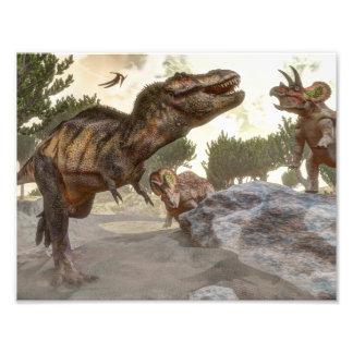 トリケラトプスの攻撃から脱出するティラノサウルス・レックスのレックス フォトプリント