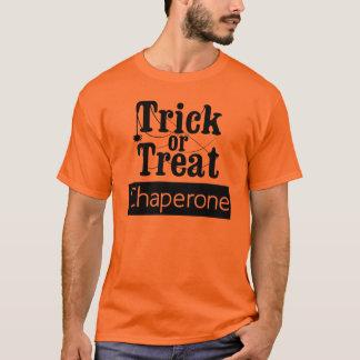 トリック・オア・トリートの付き添いのTシャツ Tシャツ